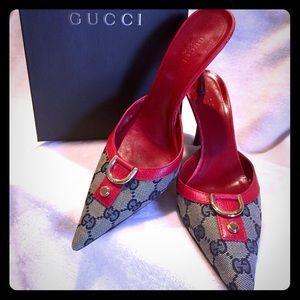 Gucci mules with original GG logo.